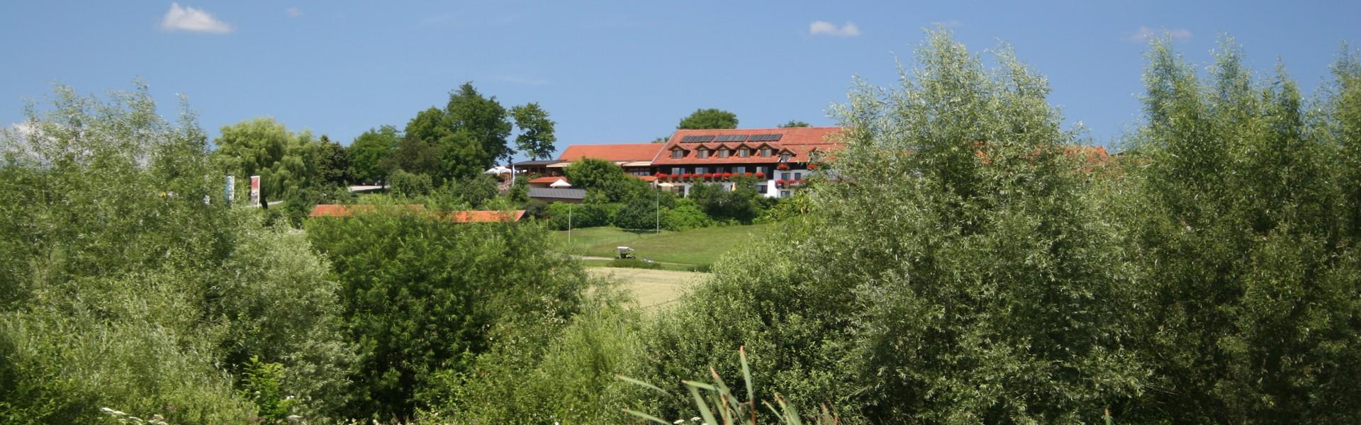 Abschlag 18 und Golf- und Landhotel Anetseder