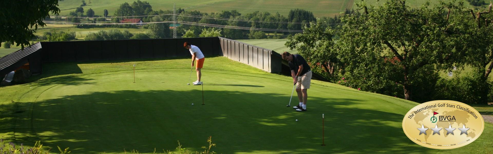 Lilli und Karl, Putting-Green im Donau Golf Club Passau-Raßbach