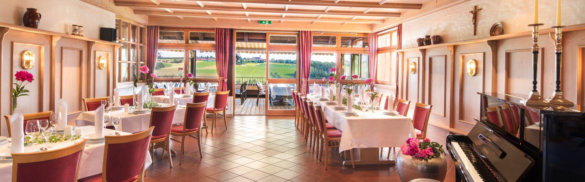 Stüberl mit Klavier im Golf Resort Passau-Raßbach Hotel GmbH, Golf- und Landhotel Anetseder